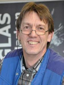 Kfz-Meister Jürgen Evers ist für den Autoteileshop zuständig.